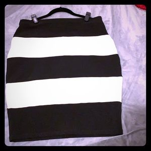 High waisted Black and white stripped pencil skirt